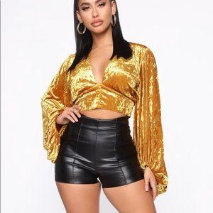 Fashion Nova black Ruling the World shorts Small